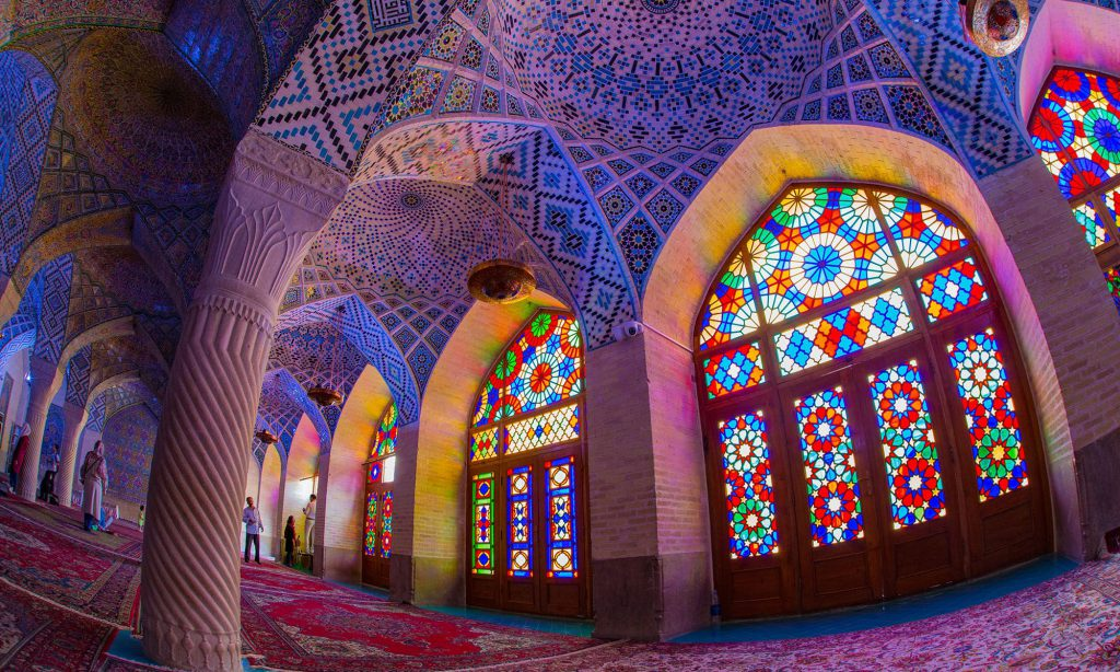 De kleurrijke Nasir al-Mulk moskee