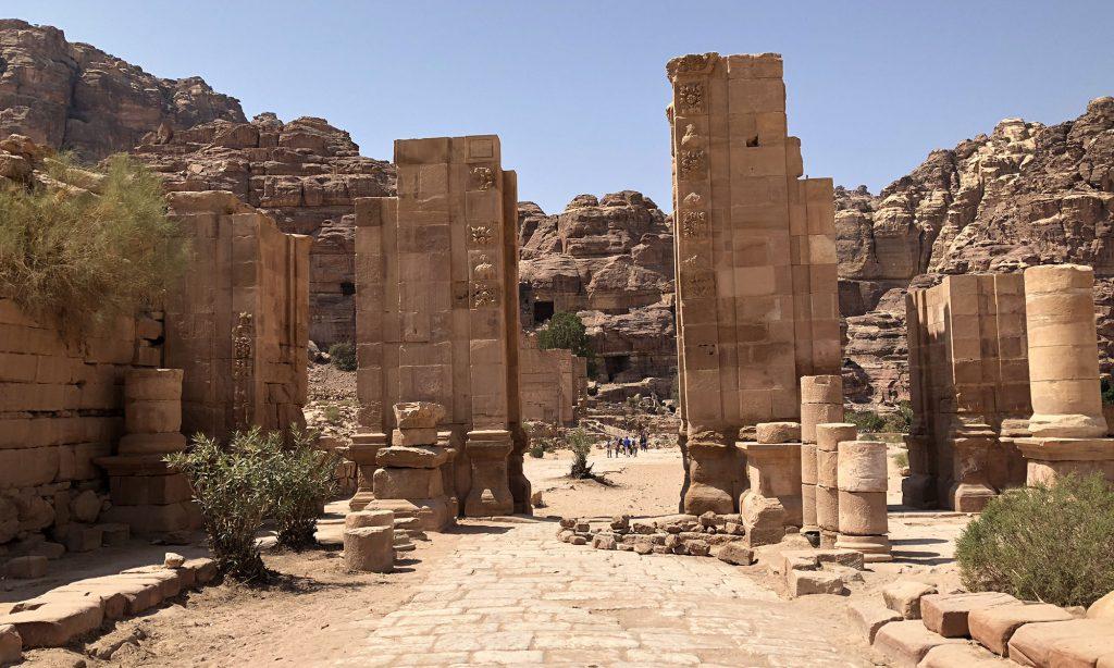 De Zuilenweg in Petra
