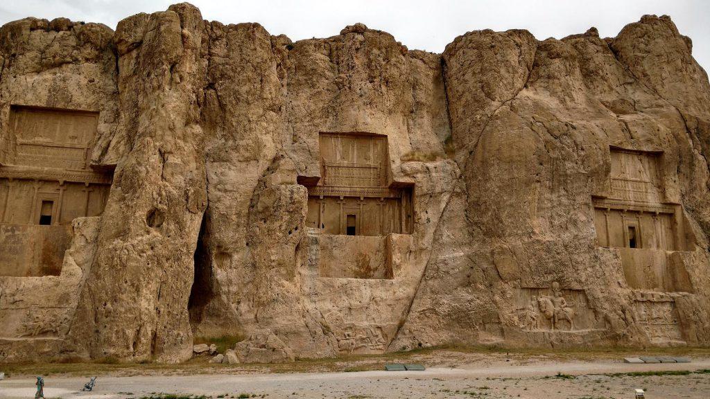 Het enorme Naqsh-e Rustam, net buiten Shiraz
