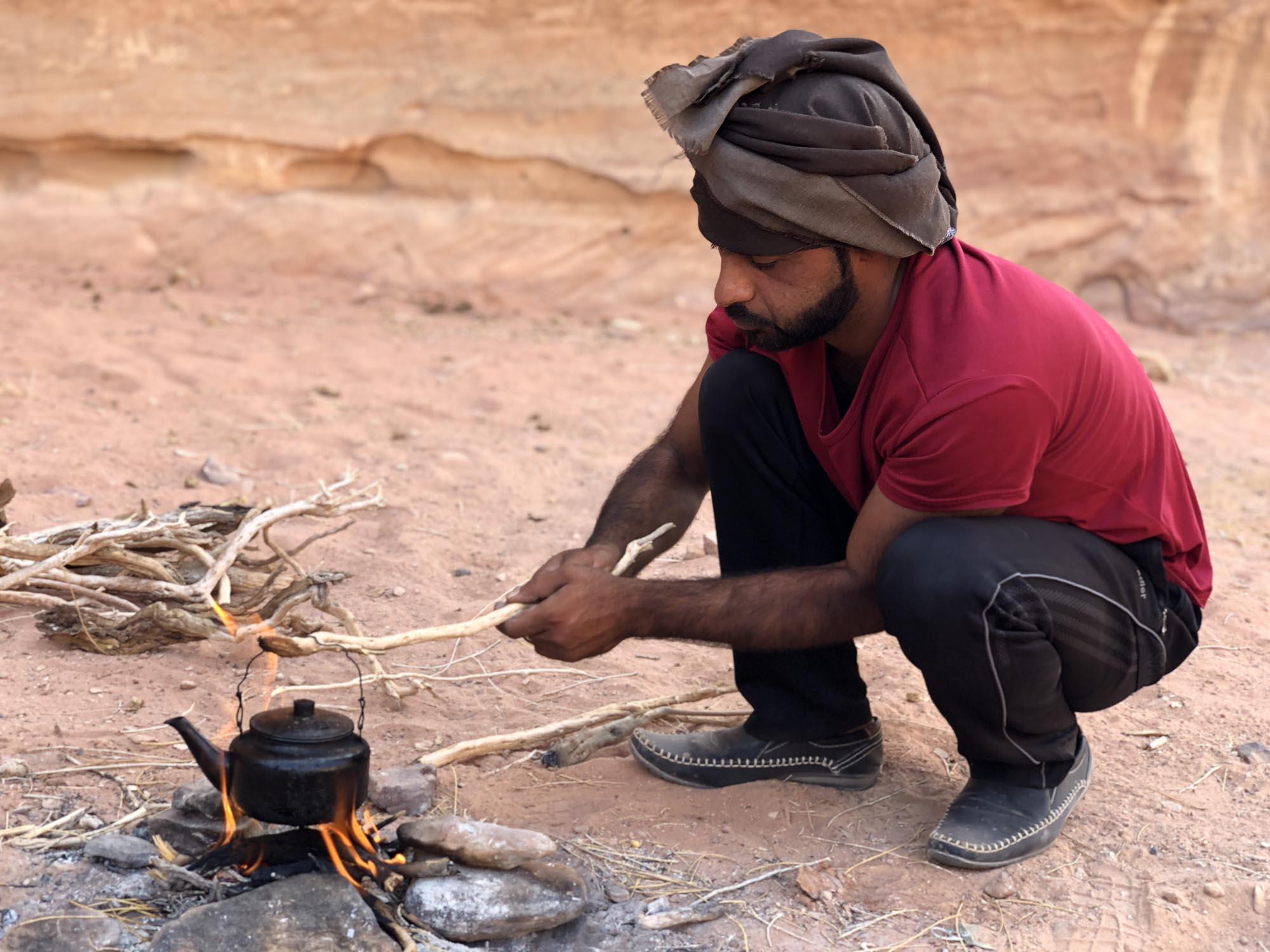 Jordanië Wadi Rum Gids Maakt Thee