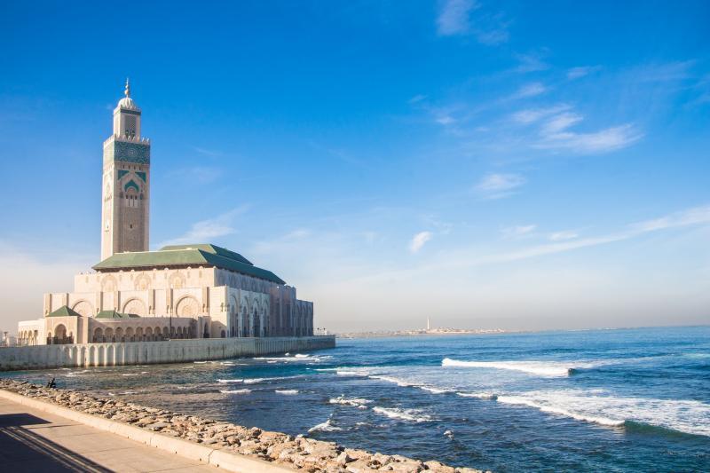 De Hassan II-moskee aan de kust van Casablanca